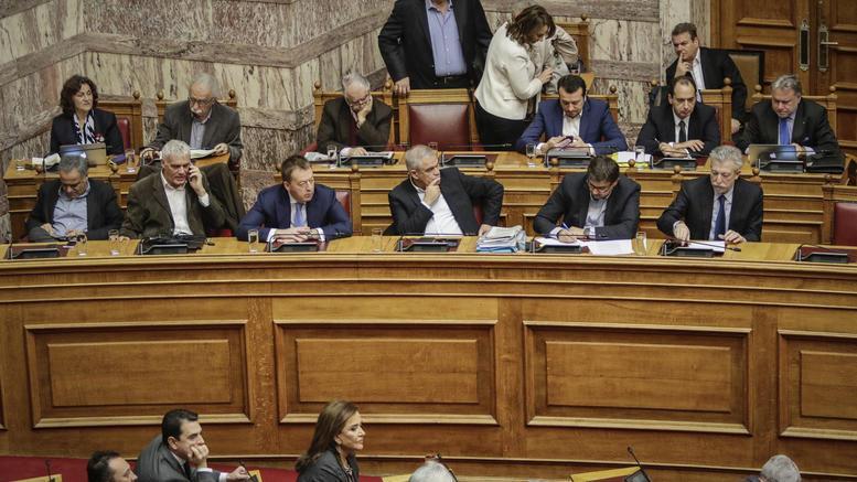 Αποκλίνουν Μαντάς - Παρασκευόπουλος για χειρισμούς στη Βουλή