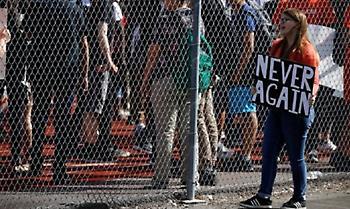 Μακελειό στη Φλώριντα: Διαδήλωση από μαθητές για την οπλοκατοχή