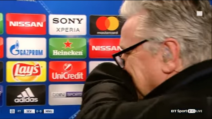 Φοβερός Μουρίνιο: Αγκάλιασε δημοσιογράφο για την ερώτηση που του έκανε! (video)