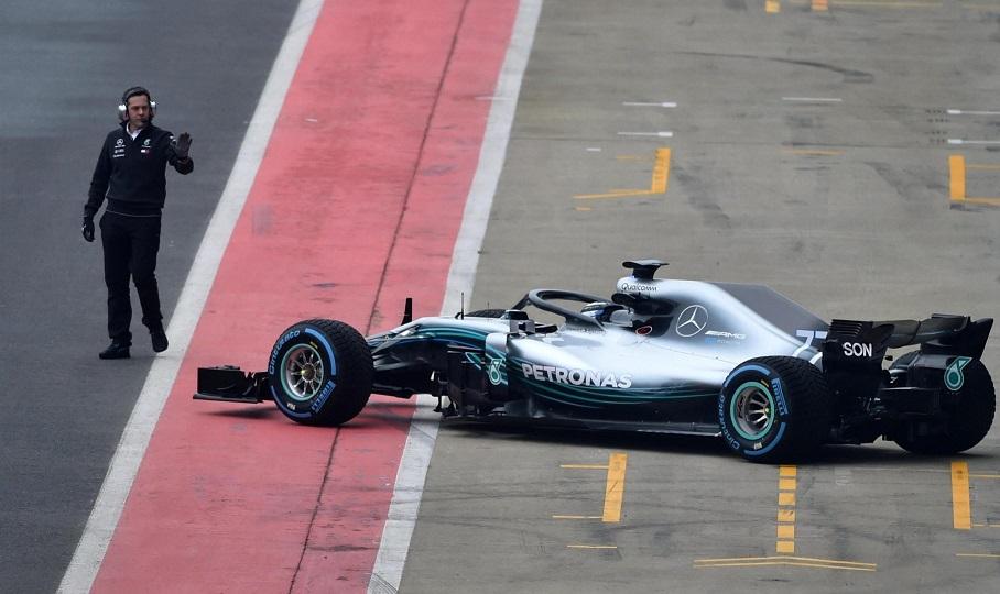 Οι πρώτες εικόνες της νέας Mercedes στο Σίλβερστοουν (pics/video)