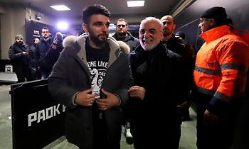 Έδειξε την ΠΑΟΚτσήδικη μπλούζα του φεύγοντας ο Γιώργος Σαββίδης (pics)