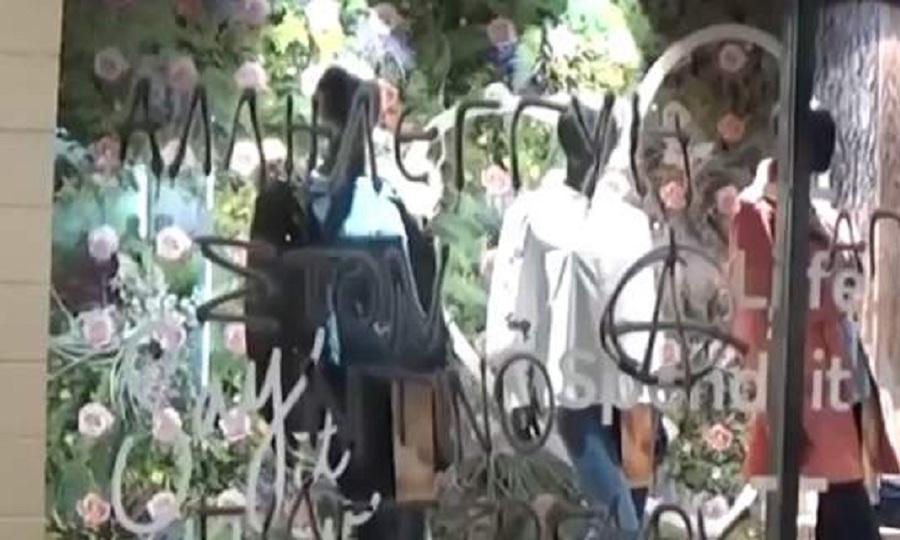 «Χτύπησαν» και στην Πάτρα οι αναρχικοί-Γέμισαν με γκράφιτι καταστήματα f08756de4ce