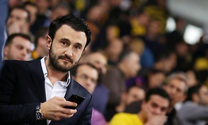 Καρυπίδης: «Έπρεπε να σηκωθεί ο Ίβιτς, έπρεπε να σηκωθεί και ο Γκαρθία. Στο Χαριλάου θα προσκυνάνε»