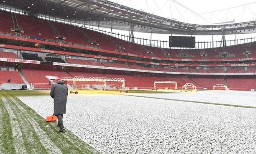 Κανονικά το  Άρσεναλ-Σίτι: Καθαρίστηκε σε χρόνο-ρεκόρ το χιόνι στο «Emirates» (pics)