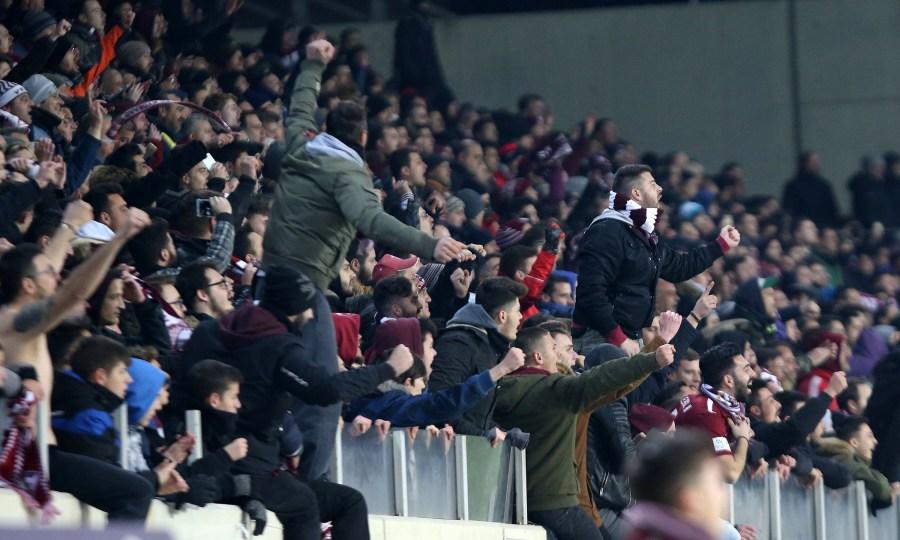 Οπαδός της ΑΕΛ με κασκόλ της… Ντιναμό Κιέβου στο ματς με την ΑΕΚ (pics)