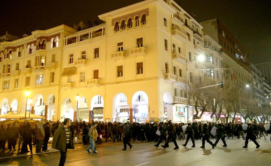 Επιχείρησαν να κλείσουν τις γραμμές των τρένων στη Θεσσαλονίκη οπαδοί του ΠΑΟΚ