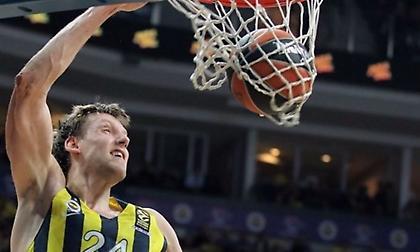 Κάλινιτς σερβίρει, Βέσελι πετάει και καρφώνει! (video)