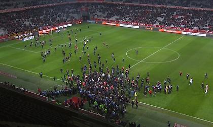«Ντου» των οπαδών της Λιλ στο γήπεδο, χτύπησαν τους παίκτες! (video/pics)