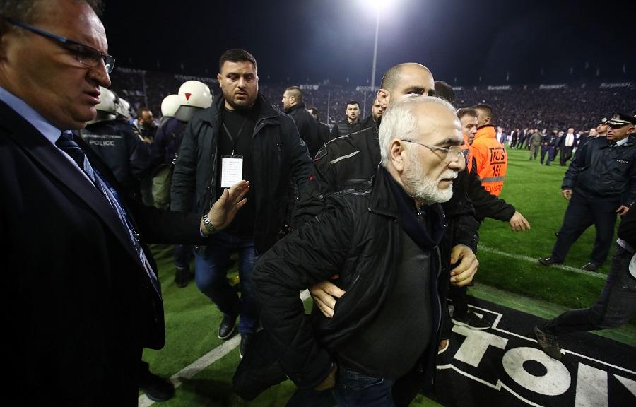Με όπλο μπήκε στον αγωνιστικό χώρο ο Ιβάν Σαββίδης