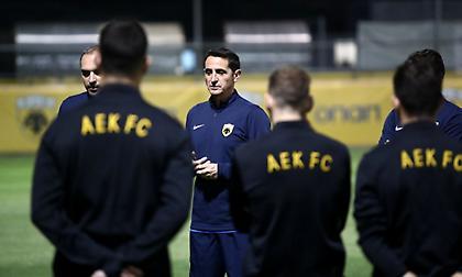 Χιμένεθ στους παίκτες της ΑΕΚ: «Συγκεντρωμένοι στο ποδόσφαιρό μας»