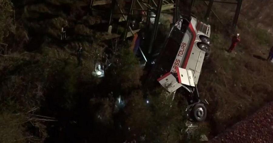 Λεωφορείο με μαθητές έπεσε από γέφυρα στην Αλαμπάμα (video)