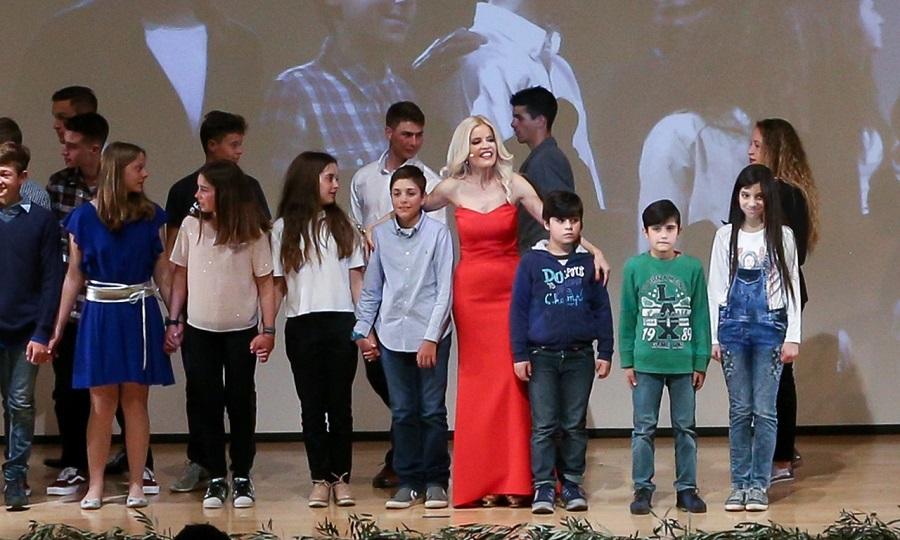 Τρία προσφυγόπουλα έκλεψαν την παράσταση στην «Βραδιά των πρώτων» της ελληνικής ιστιοπλοΐας