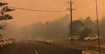 Aυστραλία: Τεράστιες καταστροφές από πυρκαγιά σε παραθαλάσσια πόλη