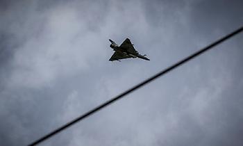 Μαχητικά και πολεμικά ελικόπτερα στον Αττικό ουρανό: Εντυπωσίασαν, αλλά και ξάφνιασαν (pics)