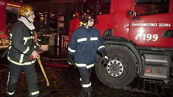 Πυρκαγιά σε εγκαταλελειμένο κτίριο - Επιχειρούν πυροσβέστες