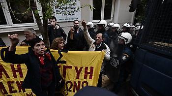 Συγκέντρωση κατά των πλειστηριασμών σε συμβολαιογραφείο στο Κολωνάκι