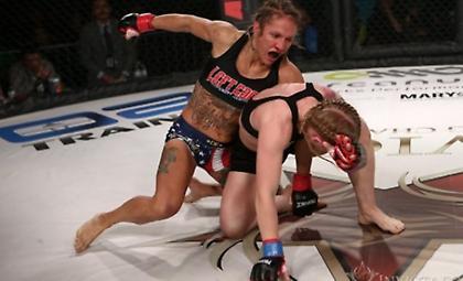 Το πιο σοκαριστικό νοκ-άουτ της χρονιάς στο MMA (video)