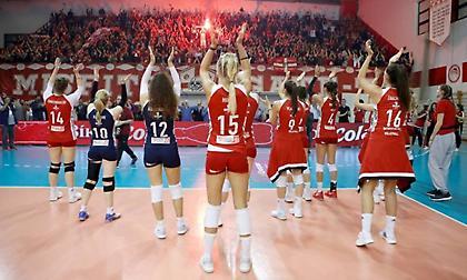 Αποθέωση για τα κορίτσια του Ολυμπιακού παρά την ήττα! (pics)