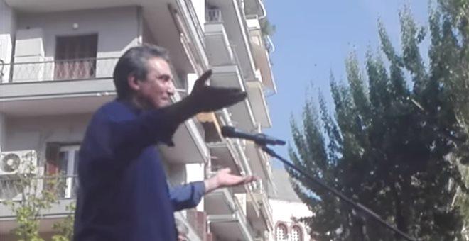 «Δεν το εννοούσα το σύνθημα» λέει ο βουλευτής που φώναζε να καεί η Βουλή