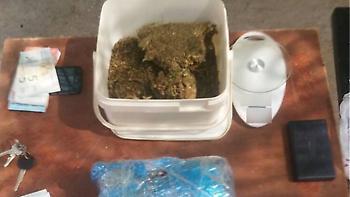 Πάτρα: Ζευγάρι έκρυβε ενάμισι κιλό χασίς σε δύο σπίτια