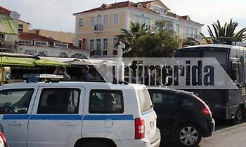 Αγριεύει η κατάσταση στη Μυτιλήνη -Σε κλοιό αστυνομικών η πλατεία που κατέλαβαν οι μετανάστες (pics)