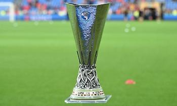 Έκλεψαν το τρόπαιο του Europa League! (pic)