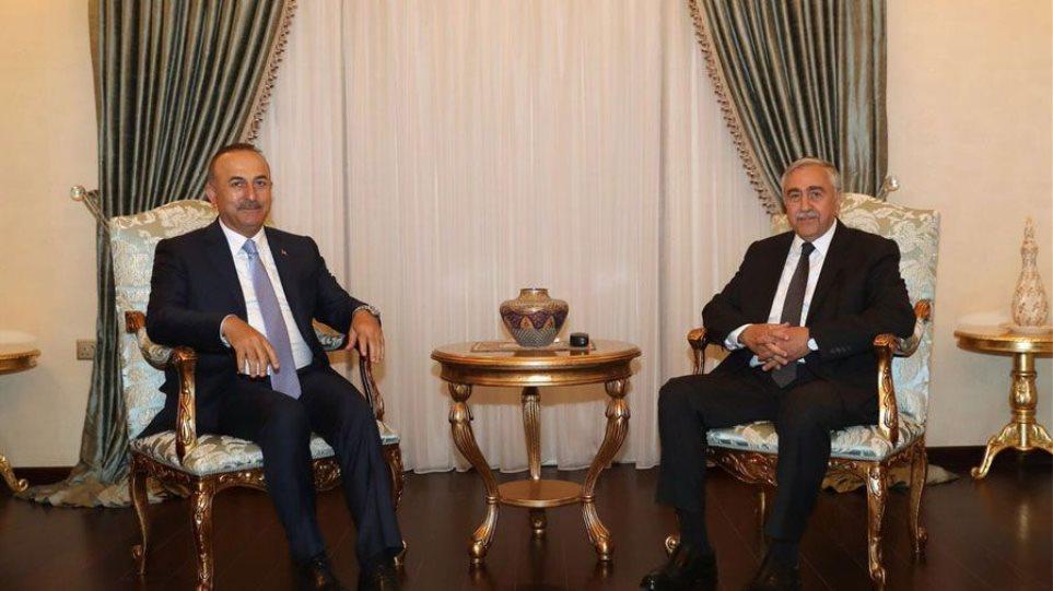 «Βόμβα» Τσαβούσογλου για το Κυπριακό: Πρότεινε λύση δύο κρατών!