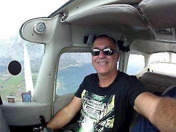 Αυτός είναι ο απόστρατος σμήναρχος που έχασε τη ζωή του μετά την πτώση του αεροσκάφους στη Φωκίδα