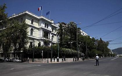 Επίθεση Ρουβίκωνα με μπογιές στη γαλλική πρεσβεία