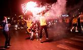 Στο… πόδι η Νέα Φιλαδέλφεια: Έστησαν πάρτι οι οπαδοί της ΑΕΚ! (pics)