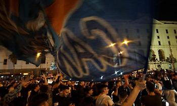 «Κάηκε» η Νάπολι για τη νίκη επί της Γιουβέντους (video)