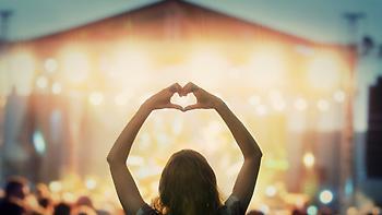 Δημοσιογράφος δέχθηκε 22 φορές σεξουαλική παρενόχληση ενώ κάλυπτε το μεγαλύτερο μουσικό φεστιβάλ