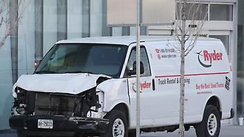 Τρόμος στον Καναδά από τα φονικά 1,6χλμ. του λευκού βαν που άφησε πίσω του 10 νεκρούς