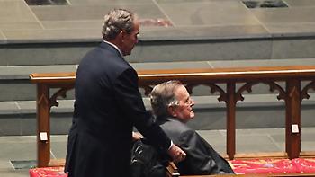 Στο νοσοκομείο ο Τζορτζ Μπους μια ημέρα μετά την κηδεία της Μπαρμπαρα