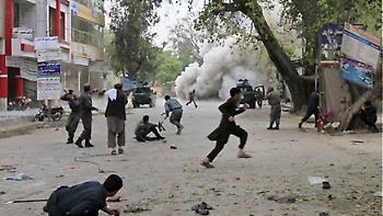Πακιστάν: Τριπλή επίθεση βομβιστών καμικάζι - Έξι νεκροί αστυνομικοί και 16 τραυματίες