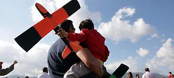 ΣΥΡΙΖΑ: Εμφύλιος για την αναδοχή από ομόφυλα ζευγάρια -«Φύγετε όσοι διαφωνείτε»