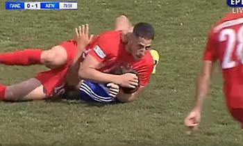 Λαβή… κατς σε αγώνα της Football League (video)
