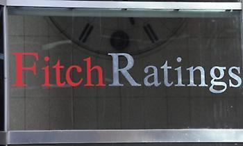 Χαιρετίζει το υπερπλεόνασμα η Fitch, αλλά προειδοποιεί για το μέλλον
