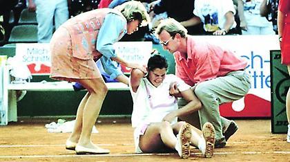 Η Μόνικα Σέλες μαχαιρώθηκε από φανατικό θαυμαστή της Στέφι Γκραφ!