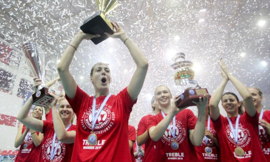 «Παρέλαση» και ιστορικό τρεμπλ ο Ολυμπιακός