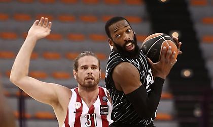 Αποχώρησε τραυματίας από το Ολυμπιακός-ΠΑΟΚ ο Μπόγρης