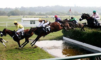Δυνατό πολύ το festival ιπποδρομιών με εμπόδια στην AUTEUIL της Γαλλίας!