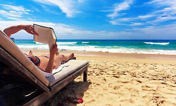 Πέντε μυθιστορήματα που θα βλέπεις παντού φέτος το καλοκαίρι