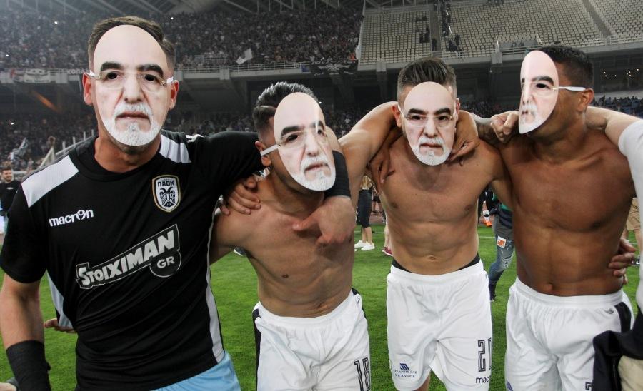 Με μάσκες Ιβάν Σαββίδη πανηγύρισαν οι παίκτες του ΠΑΟΚ!