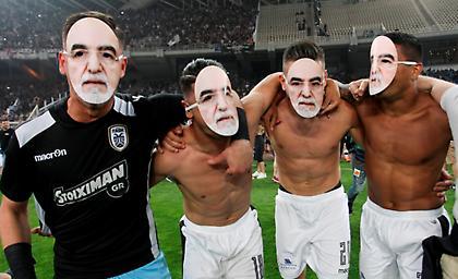 Με μάσκες Ιβάν Σαββίδη πανηγύρισαν οι παίκτες του ΠΑΟΚ! (pics)