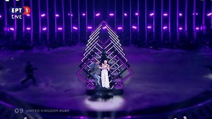 Eurovision 2018: Όρμησε στην σκηνή και άρπαξε το μικρόφωνο! Τρομοκρατημένη η τραγουδίστρια!