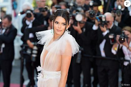 Το διάφανο φόρεμα της Κένταλ Τζένερ στις Κάννες (pics)