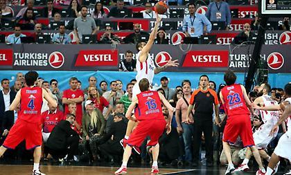 Θυμήθηκε το «έπος» της Κωνσταντινούπολης ο Ολυμπιακός!