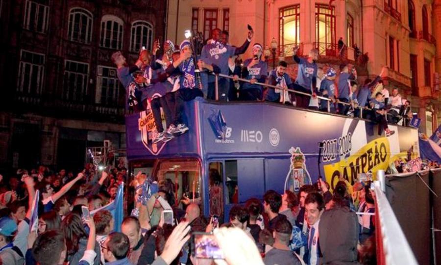 Σκληρή κριτική της Μπενφίκα στους παίκτες της Πόρτο για υβριστικά συνθήματα εναντίον της (pic)