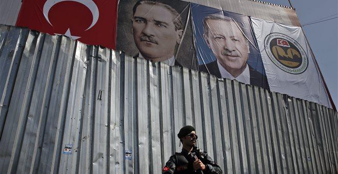 Νέα επιχείρηση «σκούπα» στις ένοπλες δυνάμεις της Τουρκίας